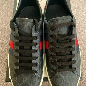 MENS GUCCI SHOES - NEVER WORN